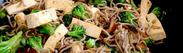 Soba noodles with tofu, baby broccoli and mushrooms